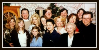 Eleanor, her 3 children, their spouses and 7 grandchildren - 1993